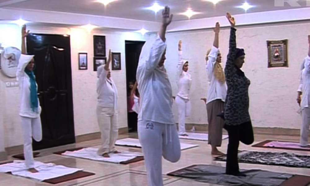muslim-women-doing-yoga