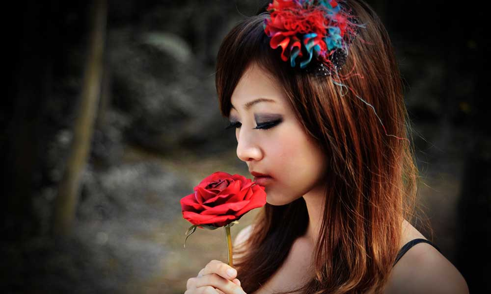 woman-with-rose