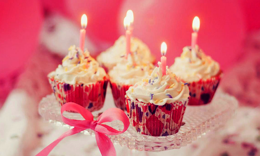 Pink-Happy-Birthday-Cup-cake-with-candles
