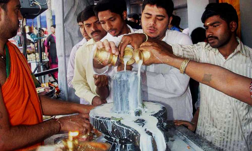 milk-on-a-Shivling