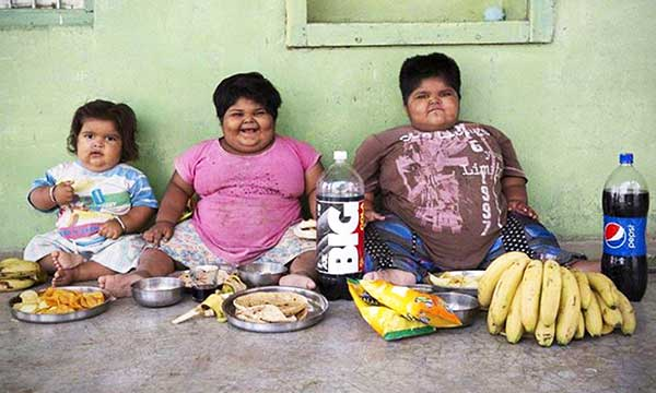 Obese-Kids--with-food