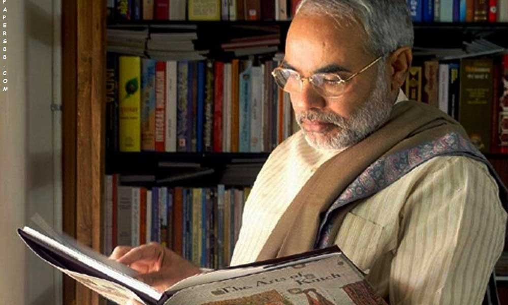 Narendra-Modi-With-Study-Photo