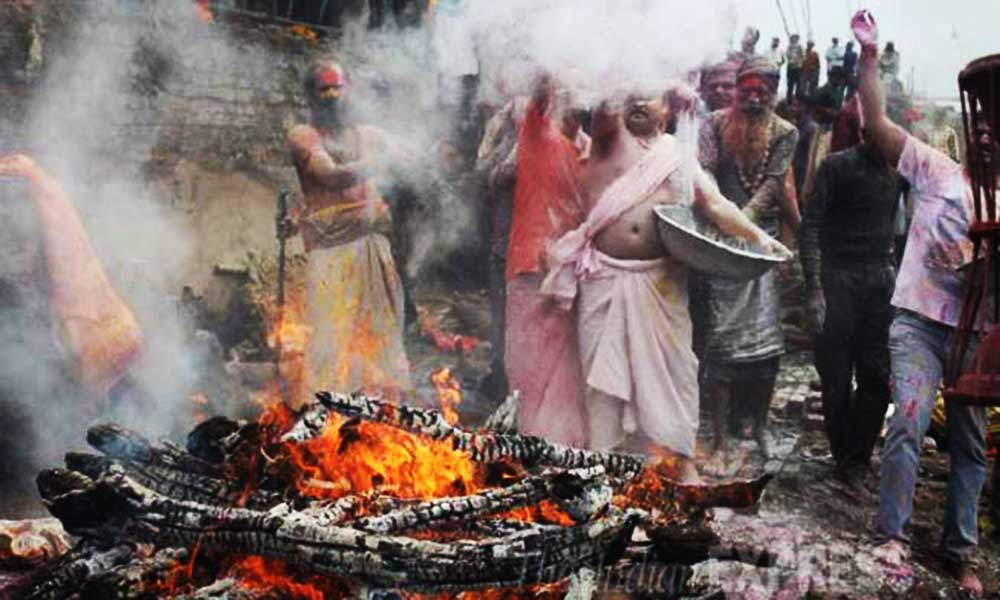 Lord Shiva Comes At Kashi Smashan Ghat To Play Holi