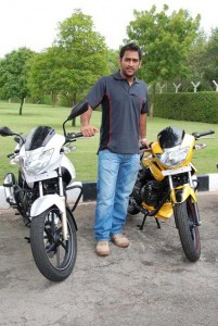 M-S-Dhoni-with-his-bikes