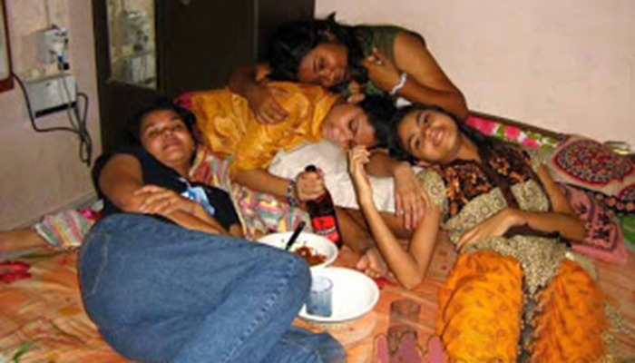 indian-girls-beer-party-600x450 copy