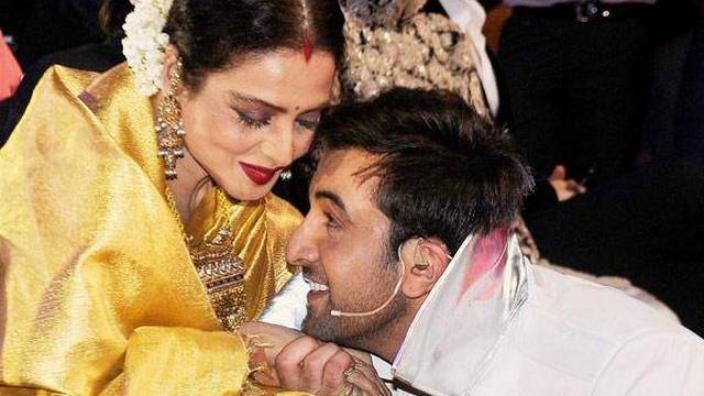 Rekha-the-diva-sharing-a-light-moment-with-Bollywoods-star-Ranbir-Kapoor-at-the-59th-Idea-Filmfare-Awards-2013-held-at-the-Yash-Raj-Studios-in-Mumbai-on-January-24-2014-