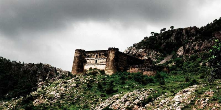 ghost-town-of-bhangarh