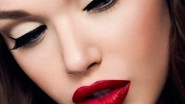 winged-eyeliner_red_lips