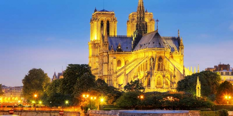 Notre-Dame-Cathedral-Paris-at-Night