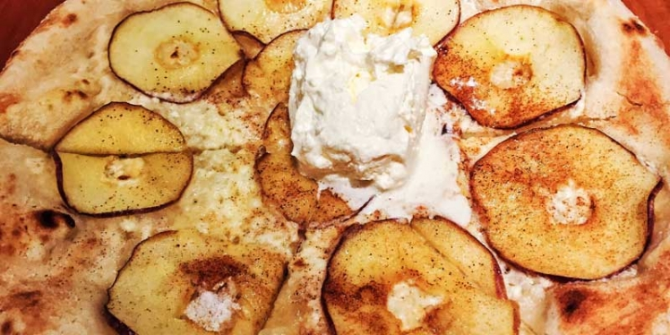 apple-cinnamon-pizza