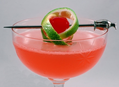 Pink_Lady_with_a_twist_of_lime_in_a_cocktail_glass