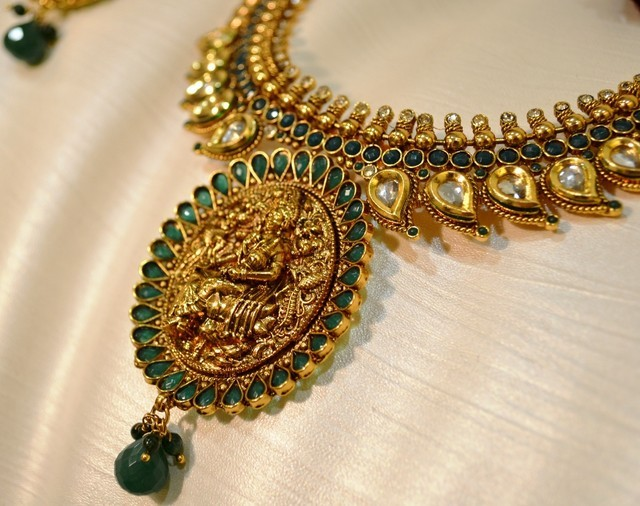 d0694-bollywood-style-temple-jewellery-laxmi-pendant-green-beads112742