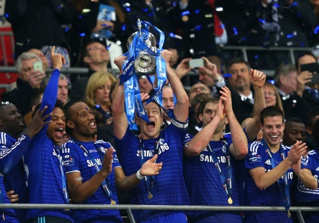 John Terry and Chelsea teammates hold the Capital One Cup