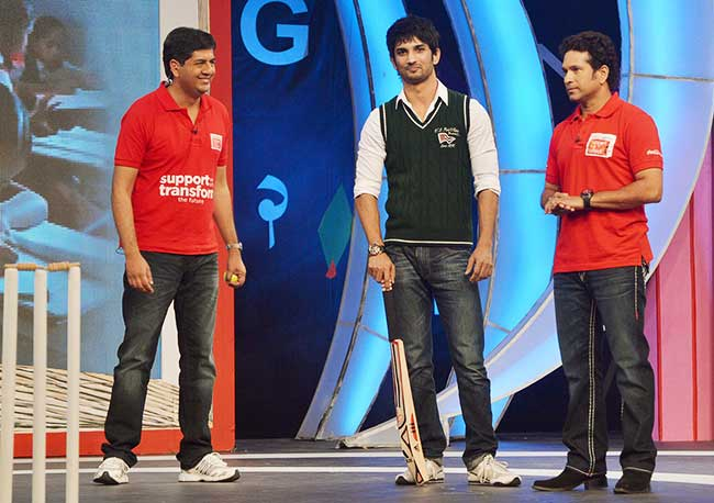 Sushant-Singh-Rajput-with-Sachin-Tendulkar-at-the-Coco-Cola-NDTV-Support-my-School-Telethon-2013-10