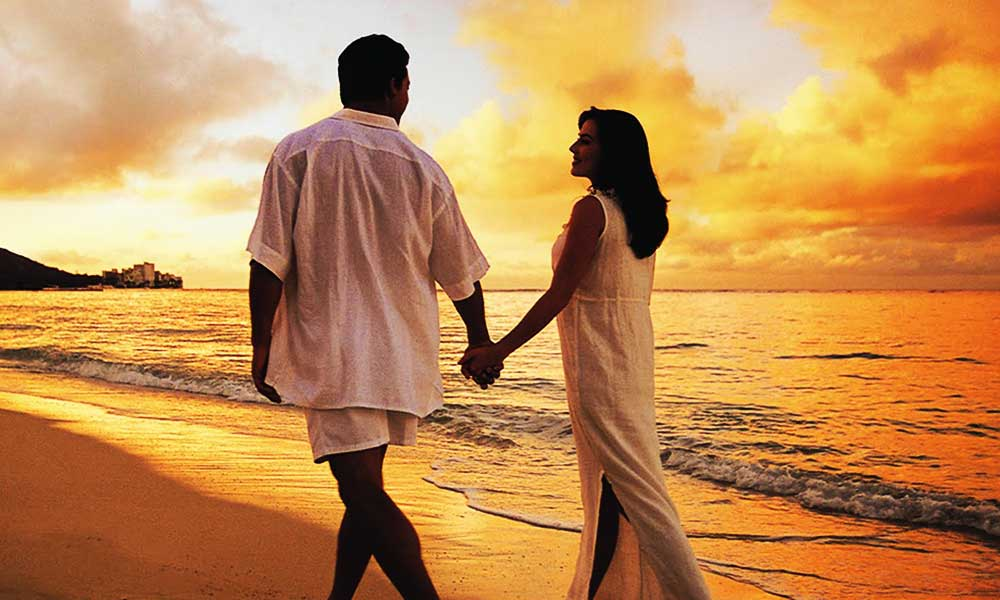 relationship-couple-on-beach