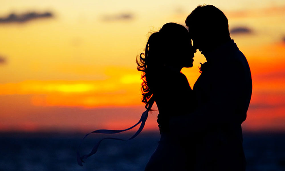 couple-sunset-silhouette-romantics