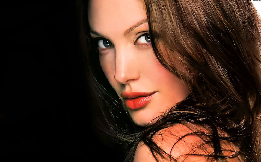 Angeline-Jolie-Featured