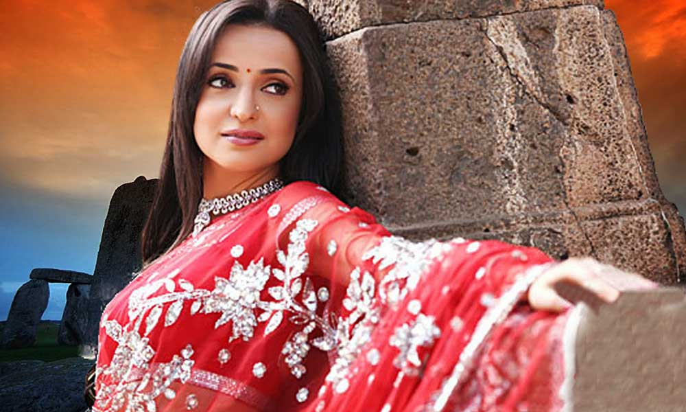 Sanaya-Irani-in-saree