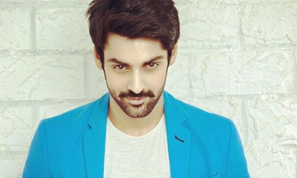 These Pictures Of Karan Wahi Will Definitely Make You Drool!