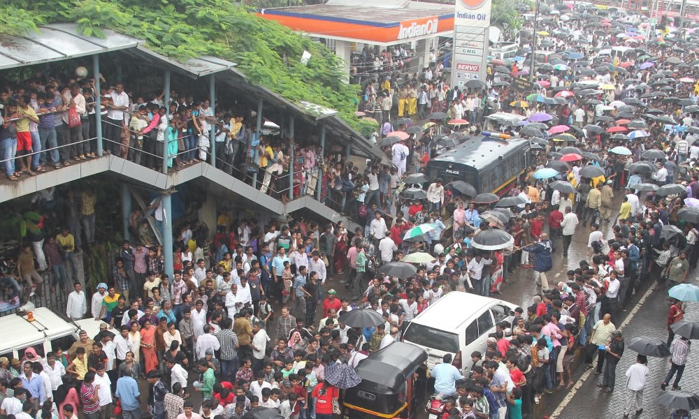 population in mumbai Mumbai bats in the high league of the urban places it has a huge population,  although it is constrained when it comes to space its civic body.
