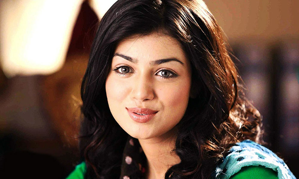 ayesha-takia-with-son-feature