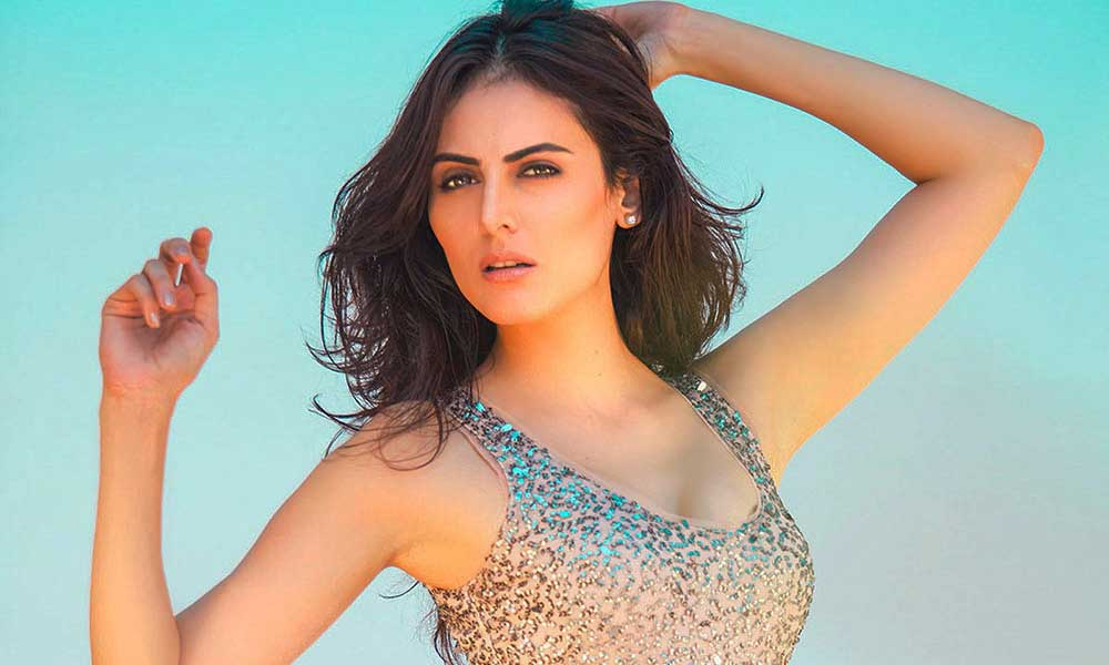 feature hot mandana karimi