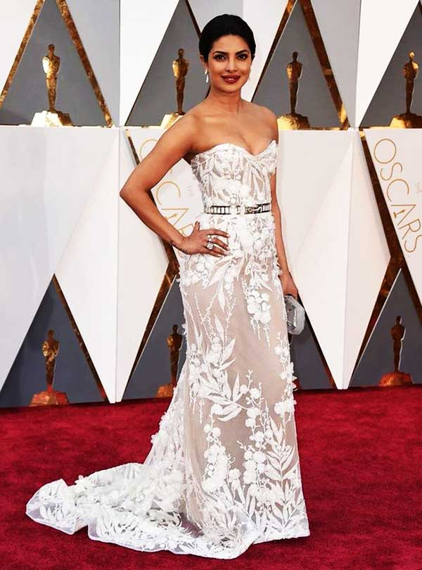 priyanka-chopra-at-oscar-awards-2016-red-carpet