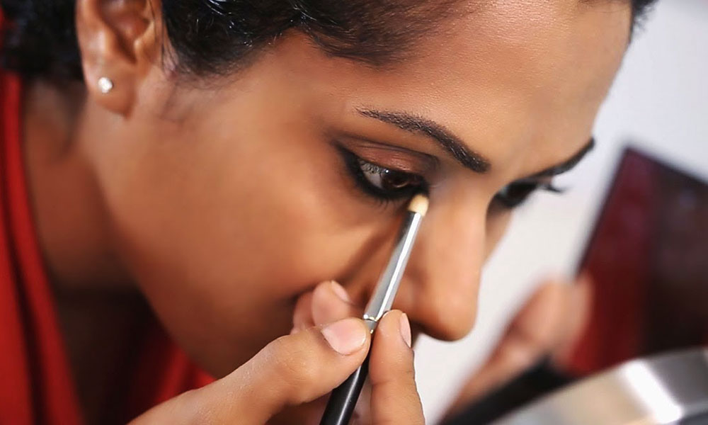 Ways Of Applying Kohl