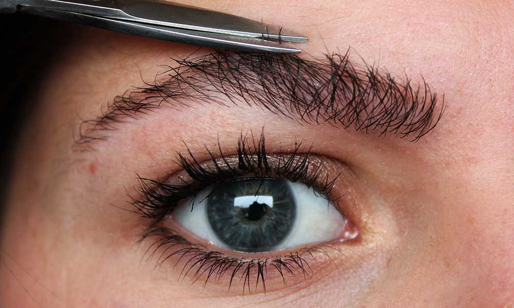 Tricks to perfectly shape eyebrows