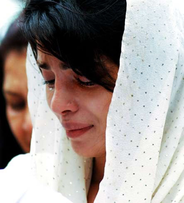 These Pictures Of Celebrities Crying During Funerals Will Break Your Heart