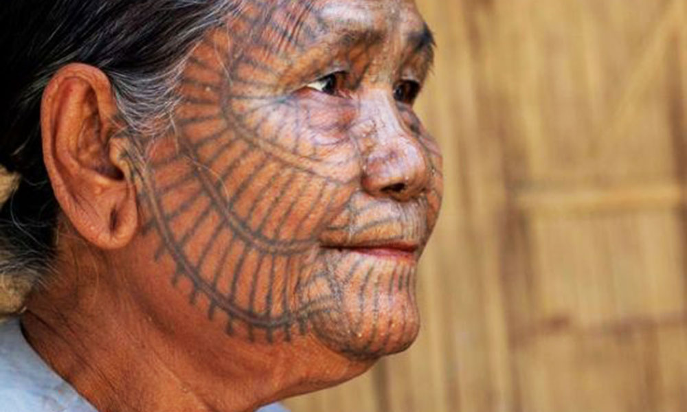 "Men From Tribes Tattooed Their Women To Look ""Ugly""!"