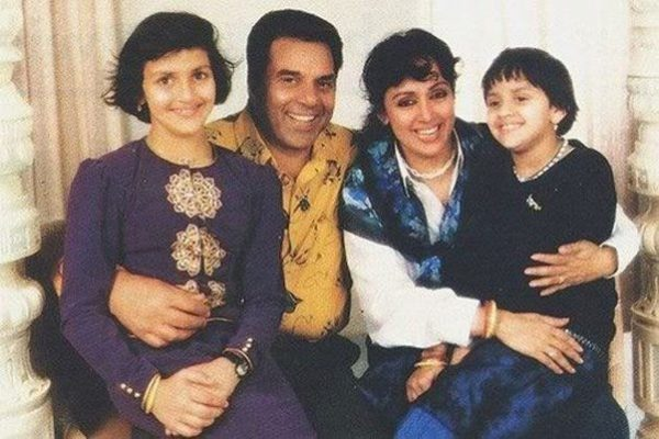 Dharmendra And His Daughters