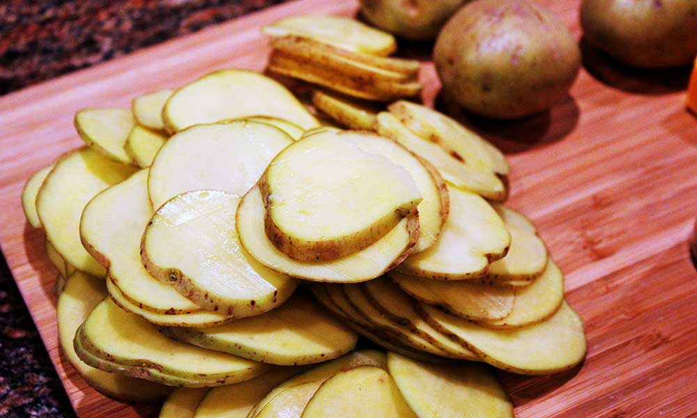 Potato Slice To Prevent Dark Circles